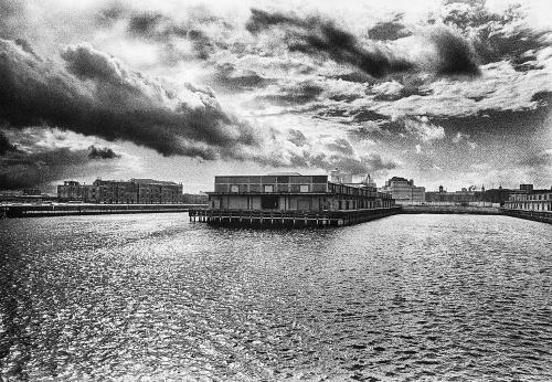 London dock 1971 B W nik
